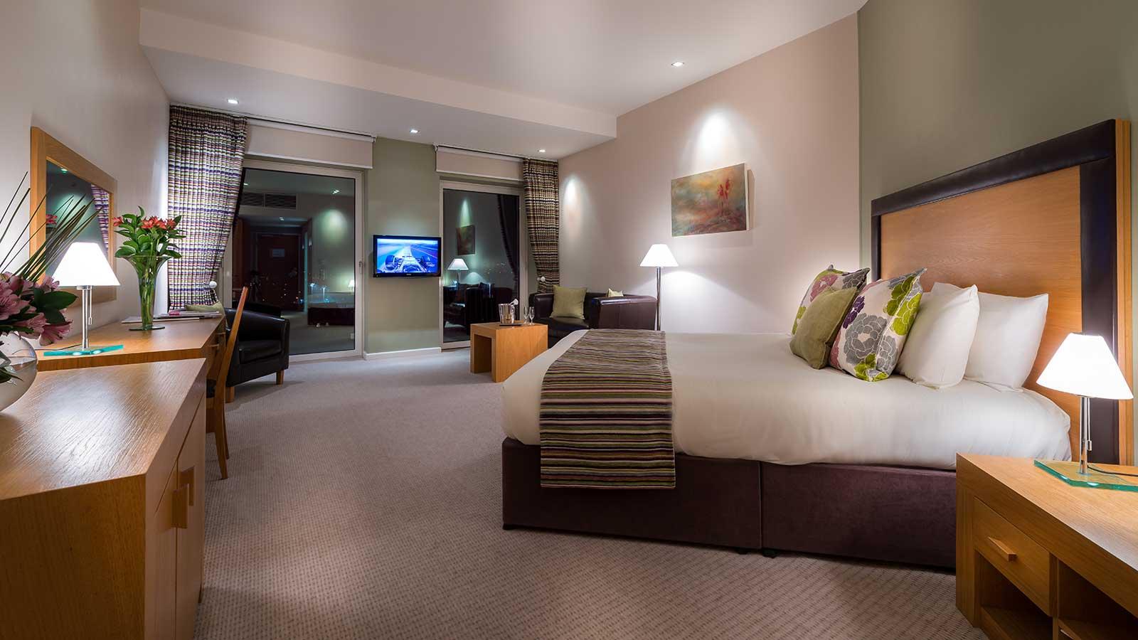 Hotel Rooms & Suites